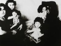 Мила и Гео с двете им деца Леда и Бистра.