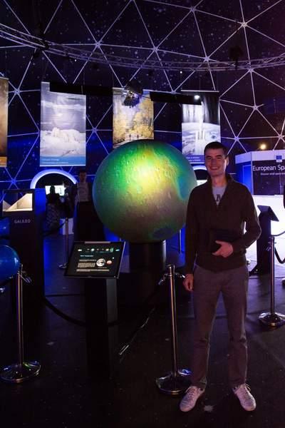 """През май и юни тази година българската програма Space Challenges си партнира с европейската образователна програма """"European Space Expo"""", която гостува у нас (на снимката Райчо Райчев)."""