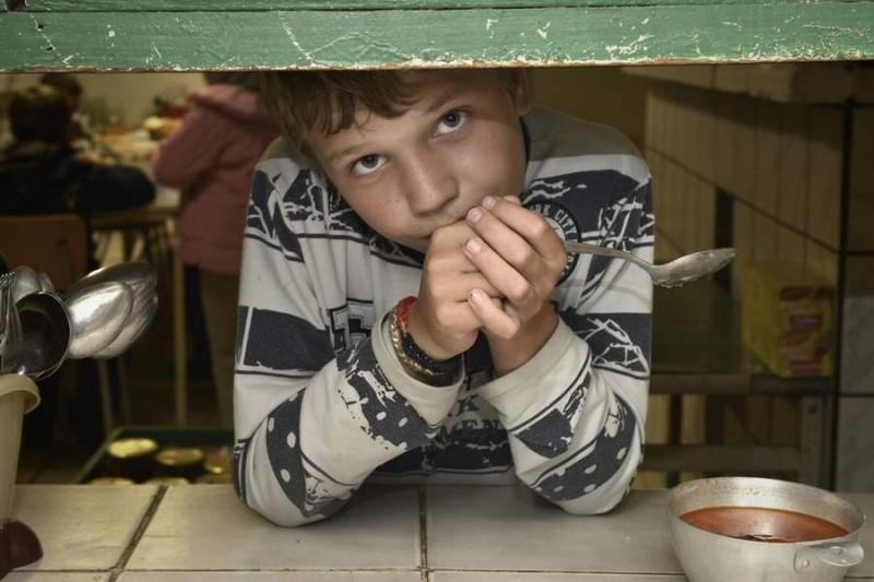 Децата на отец Иван имат вече много силен стимул да се учат добре, защото знаят, че отличниците сред тях ще заминат за Германия.Снимките са любезно предоставени на Икар Прес от автора. © Andrea Künzig.