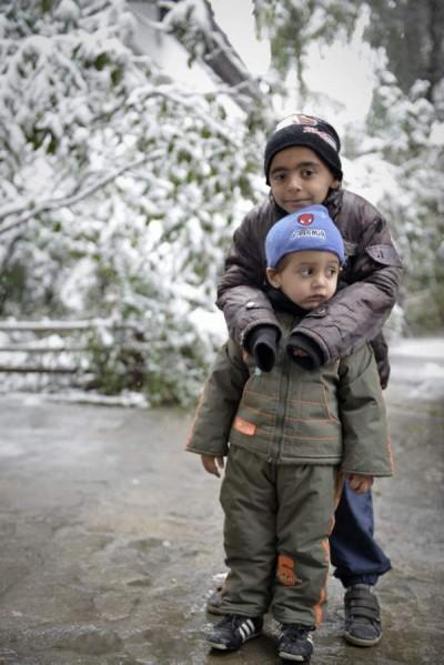 В приюта в Нови хан по-големите са научени да се грижат за по-малките.