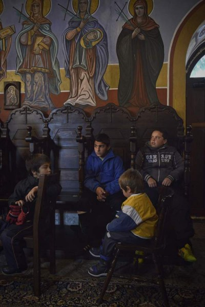 """В храма децата на """"дядо поп"""" се чувстват като у дома си. От малки се въвеждат, кръщават и учат на християнски добродетели."""
