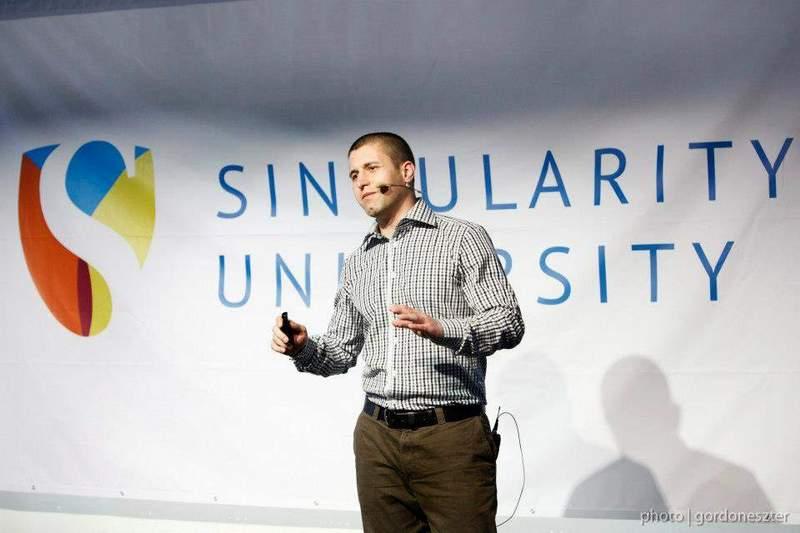 Сергей Петров презентира проекта си в Singularity University, 2013