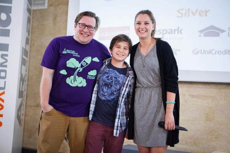 Виктория Стоянова, Крис Георгиев и в средата - невръстният 13-годишен иноватор Томи – най-малкият участник на стартъп уикенда през май.