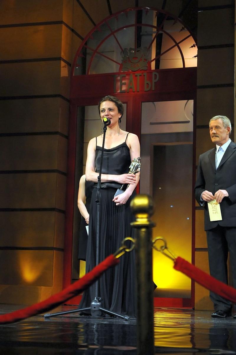 """С """"Аскеер"""" за поддържаща роля на Мерилин в """"Ръкомахане в Спокан"""" в Народен театър, 2012 г."""