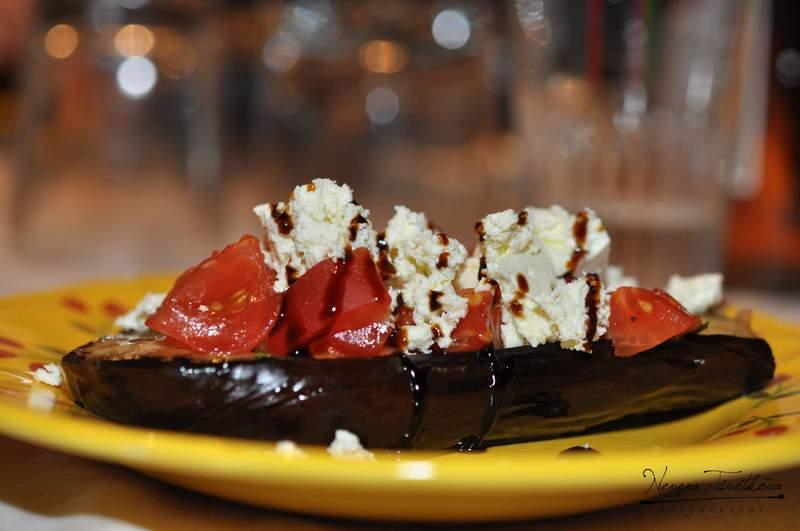 Сиренце върху домати... Ммм, неподражаем вкус!