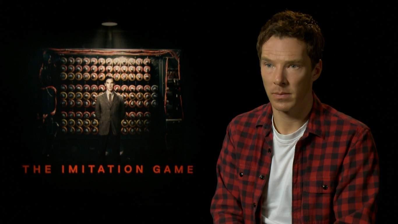 """Звездата от филма """"Игра на кодове"""" (The Imitation Game) Бенедикт Къмбърбач по време на интервюто си пред Стаси Кара."""