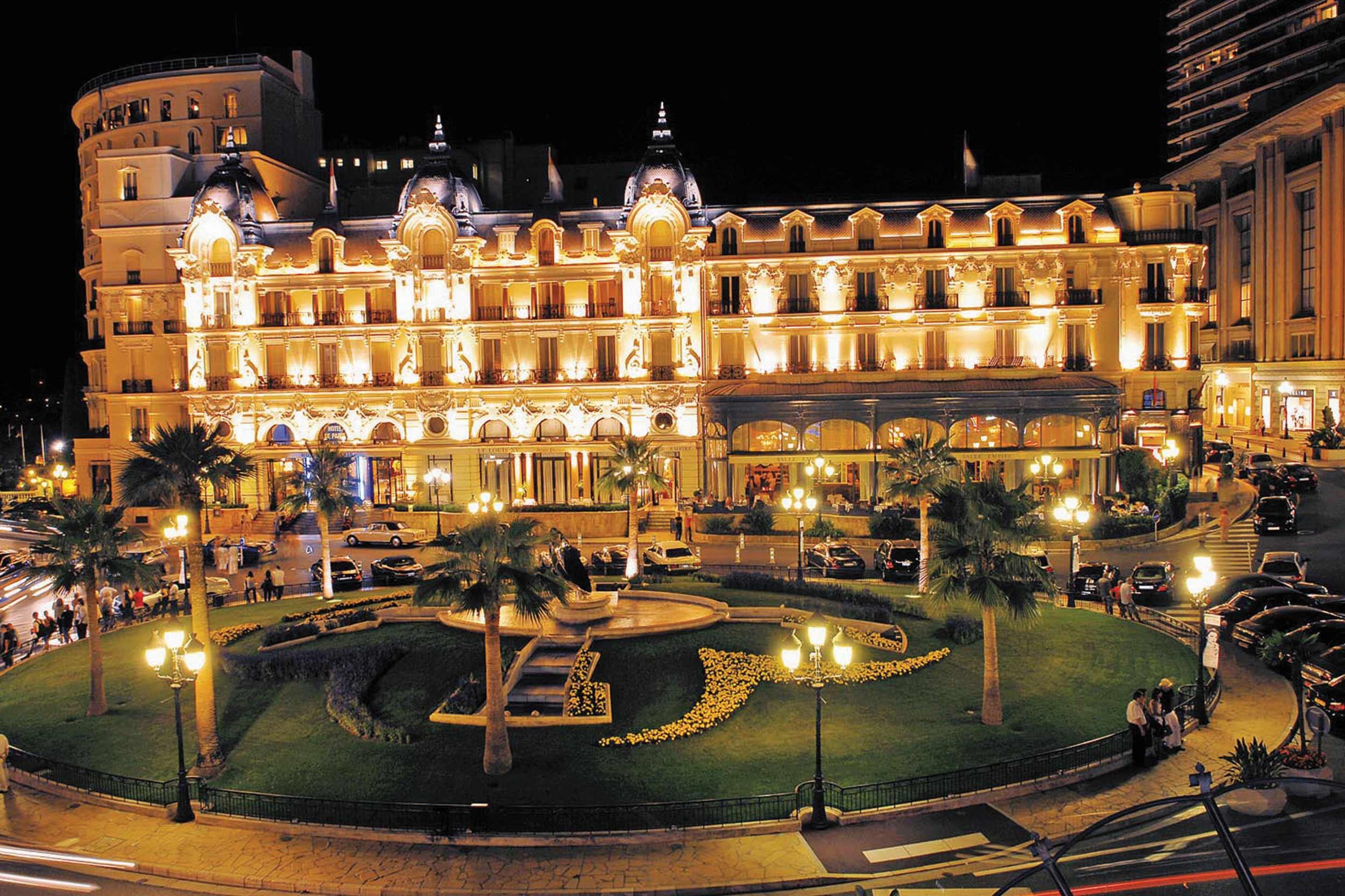 © Hotel de Paris в Монте Карло.