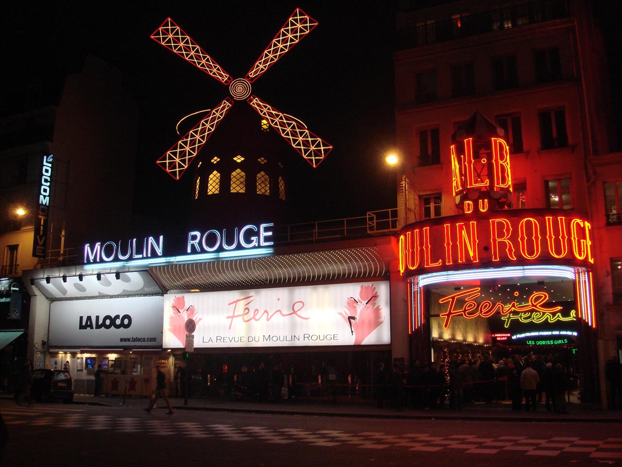 © Кабаре Мулен Руж в Париж.