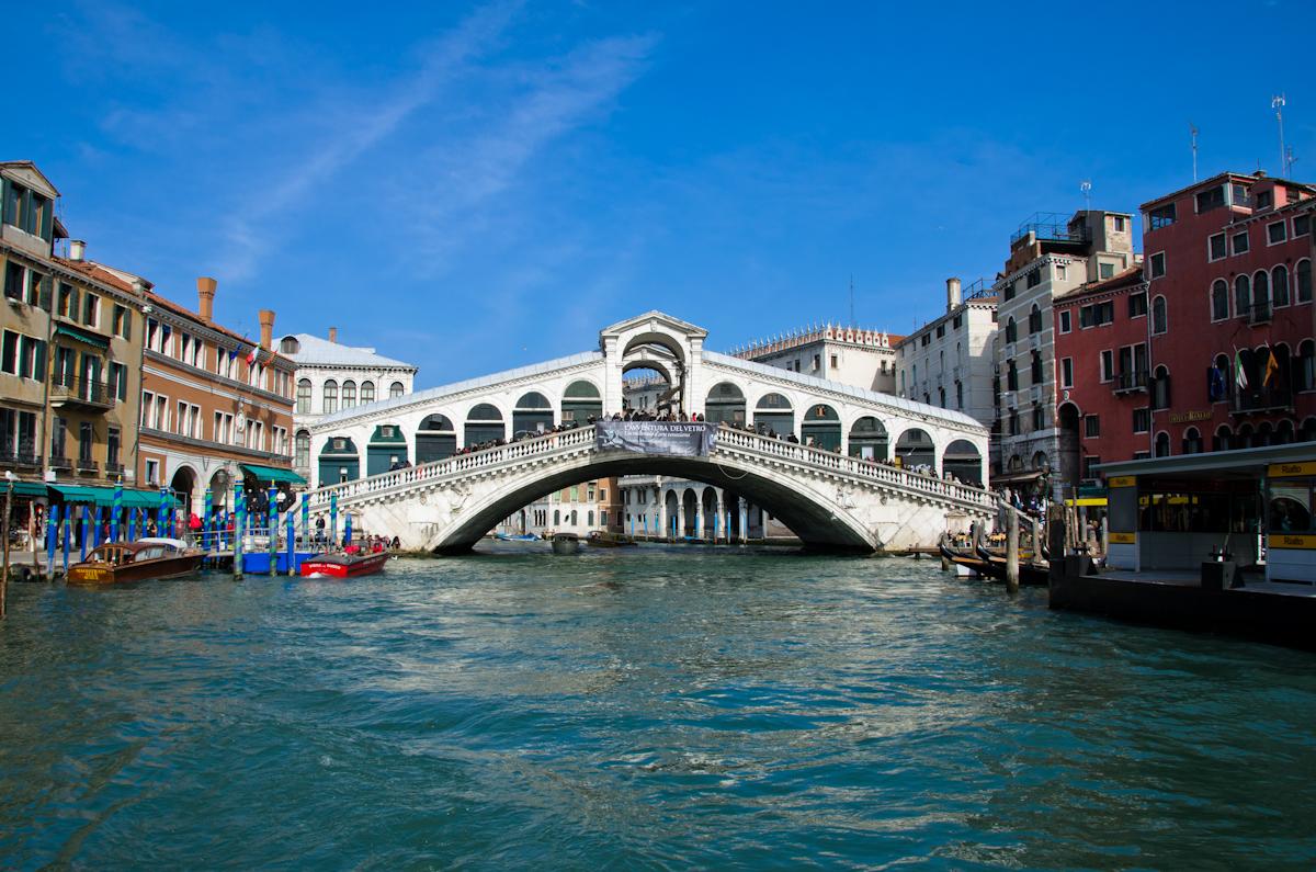 © Мостът на Академията във Венеция.