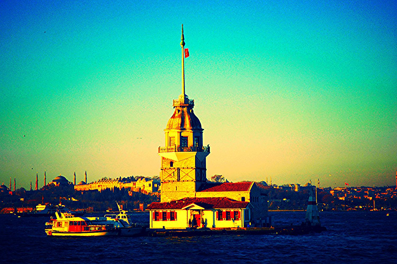 © Девичата (Леандрова) кула в Истенбул.