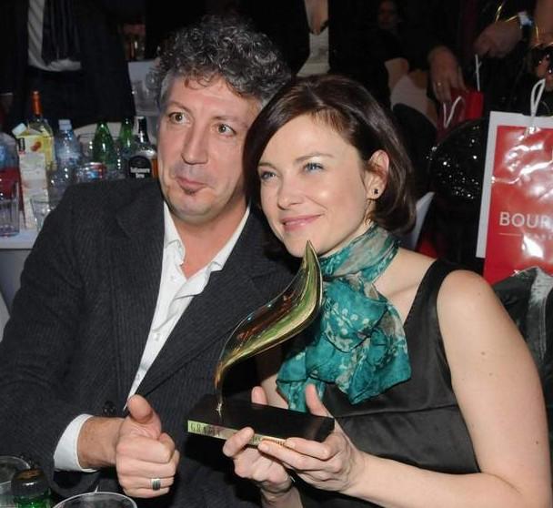 """Със съпруга си Петър, с приза """"Жена на годината 2011"""" на сп. """"Грация""""."""