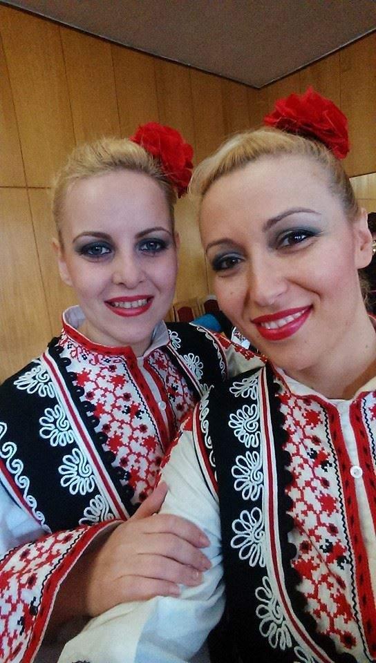 Селфи в гримьорната преди концерт: Антония с колежката си Светослава Пиронкова.