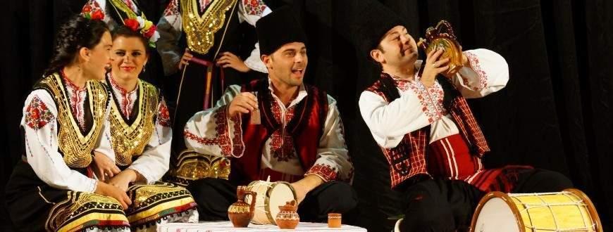 """В танците си ансамбъл """"Българани"""" възражда стари народни традиции."""