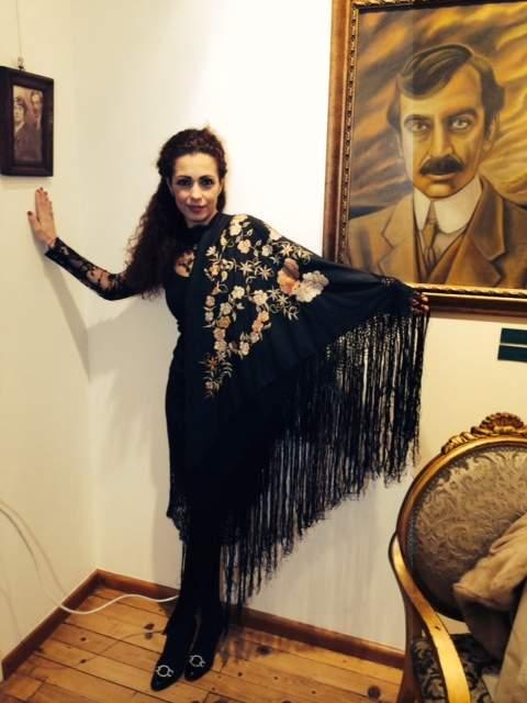 С шала на Лора Каравелова.