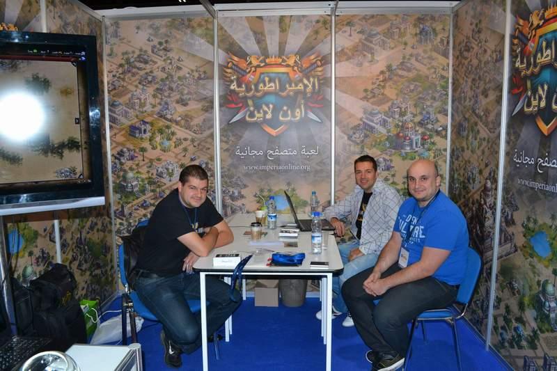 Imperia Online е първата българска гейм компания, която участва на специализирано изложение в Дубай. Доброслав Димитров (вляво), изпълнителният директор Цветан Русимов (в средата) и Мони Дочев на гейм изложението в Дубай.