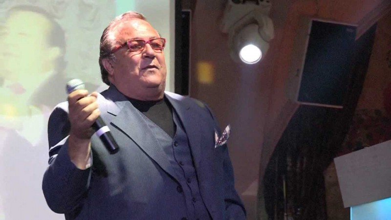 Днес Робертино Лорети пее пред полупразни зали.
