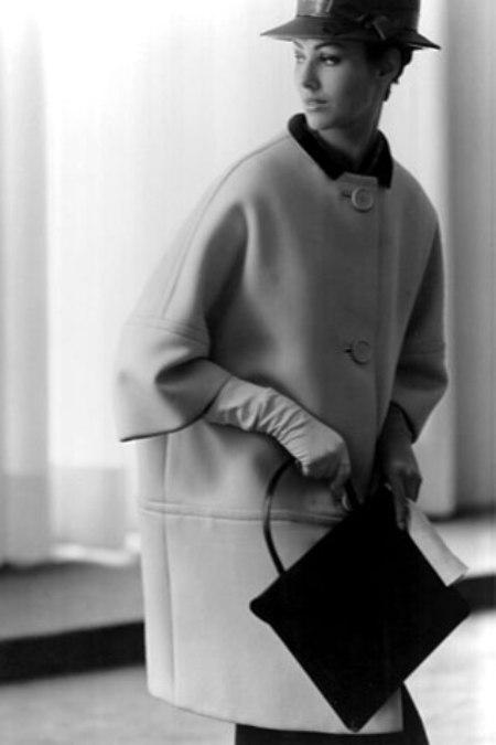 Първообразът на палтото пашкул на Баленсиага от 1957 г.