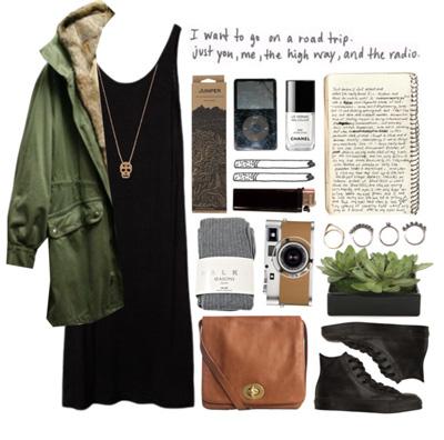 През зимата може да носите черната рокля с яке парка и боти или ботуши.