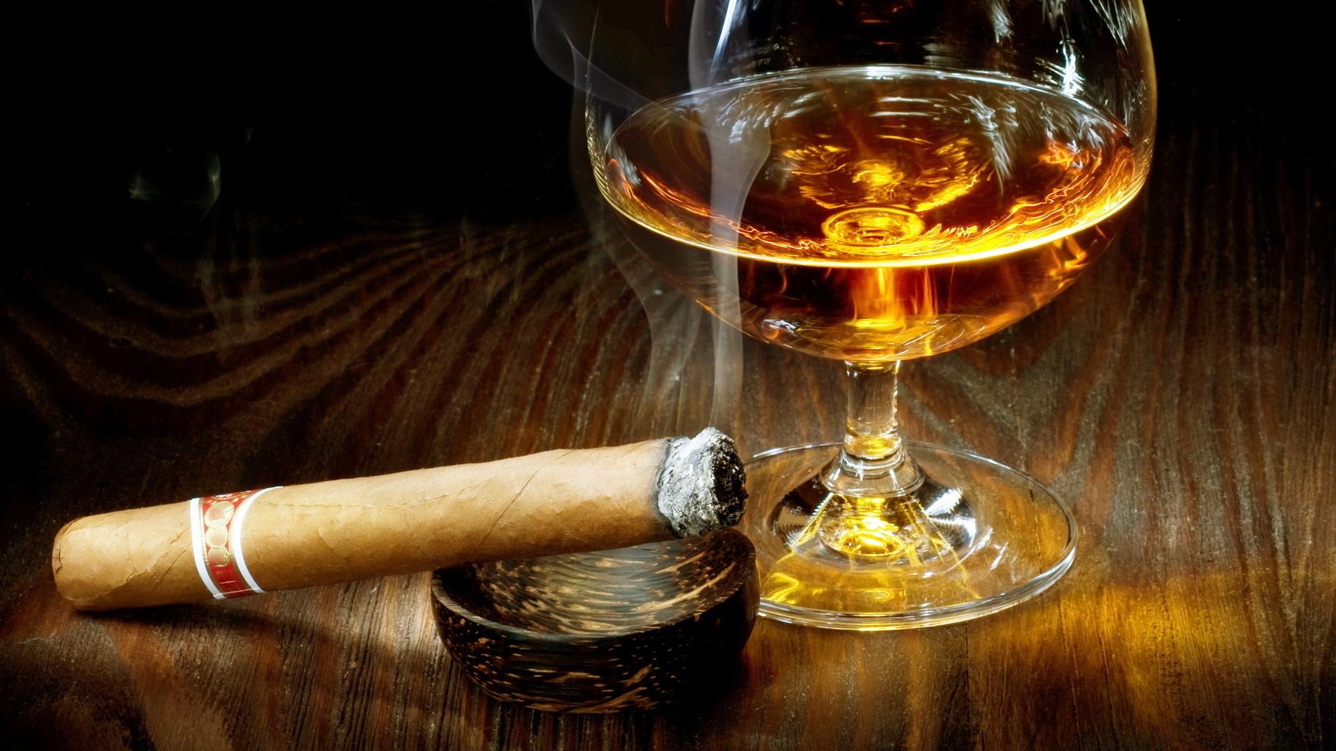 Коняк с пура – класика в културата на употреба на тази благородна и изискана напитка.