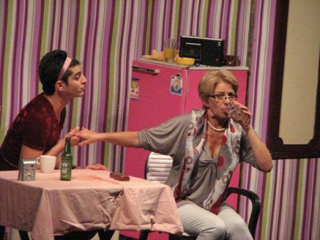 """""""Горката Франция"""" в """"Открита сцена Сълза и смях"""" - първата и единствена постановка, в която майка и син са заедно на сцената."""