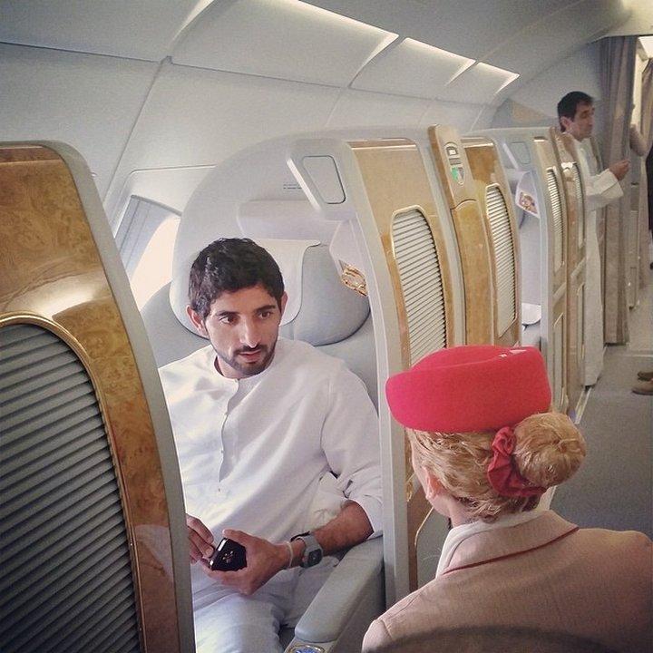 Принцът в частния си самолет.