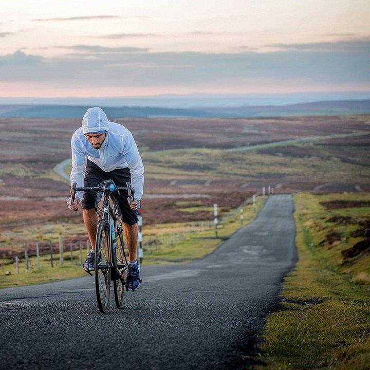 При пътуванията в Европа престолонаследникът на ОАЕ предпочита да яхне велосипед.