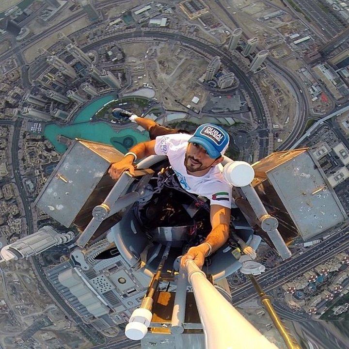 Селфи от върха на най-високата сграда в света - Бурж Халифа в Дубай – 828 м.