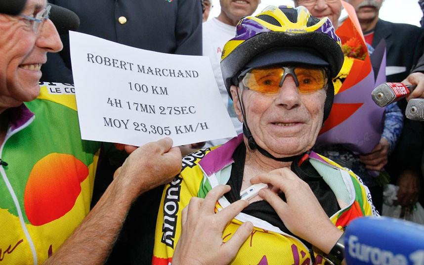 През 2012 г. френският столетник и велосипедист Робер Маршан поставя рекорд за най-бърз пробег на 100 км - 4 часа, 17 минути и 27 секунди. Reuters.