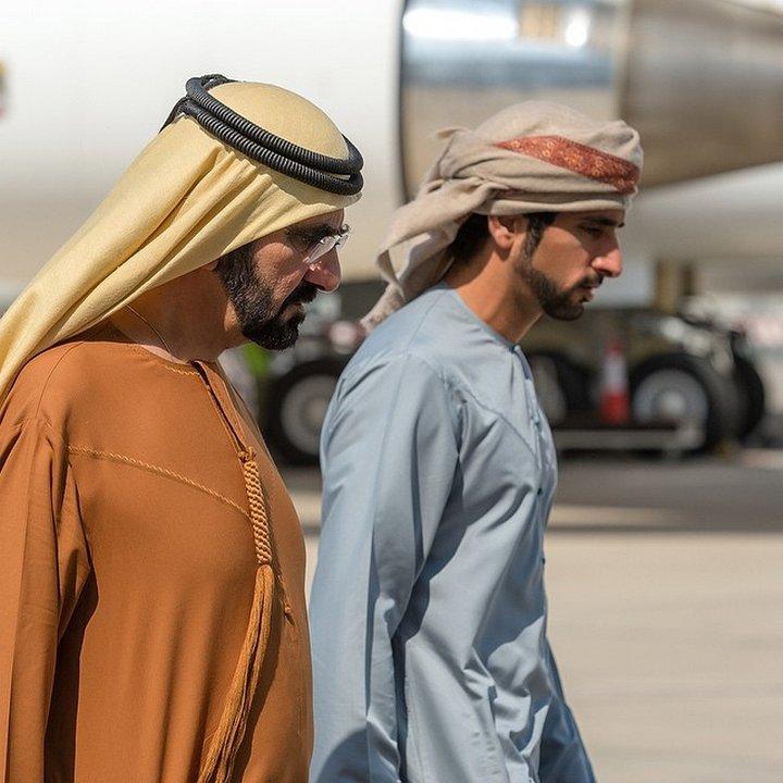 За разлика от британските принцове Уилям и Хари, за личния живот на шейх Хамдан се появяват само слухове и догадки. Имиджмейкърите на кралския двор се трудят неуморно за безупречния му образ.