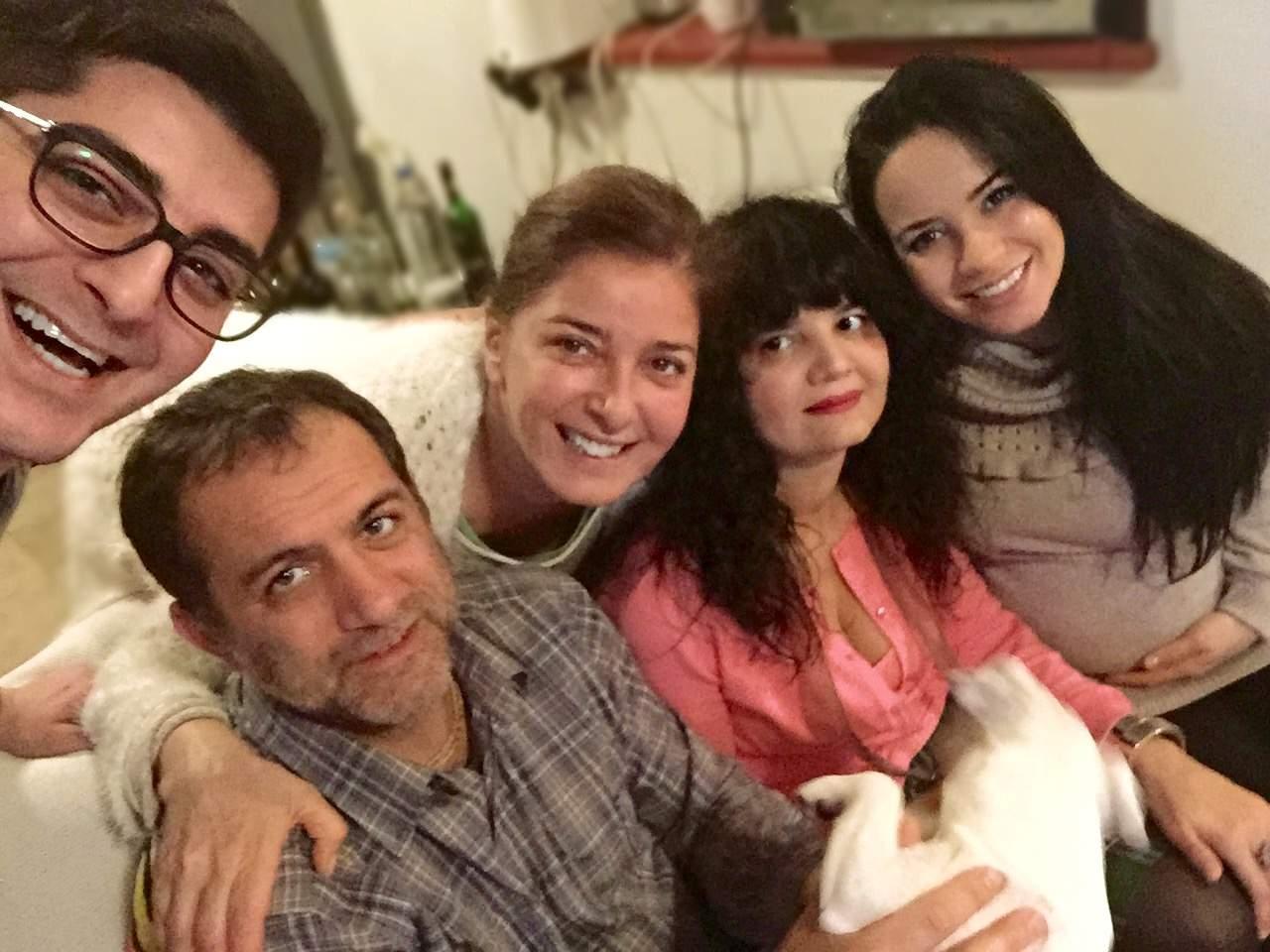 С майка си, режисьорката Лили Абаджиева и Таня в очакване на малката Катерина.