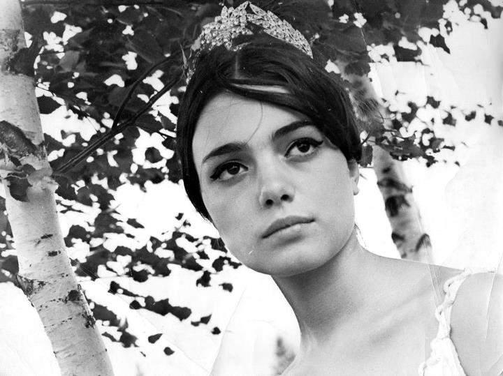 Бранимира Антонова с коронката на Мис Фестивал, 1968 г.