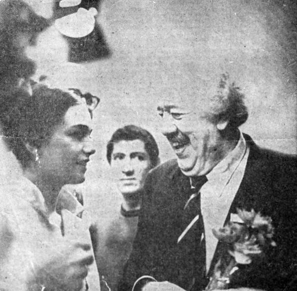 """Cara picola mia (""""скъпа мъничка моя"""") – така я нарича световната звезда Мишел Симон по време на Московския световен кинофестивал през 1969 г. Иска да снима филм с нея, но опитите му са осуетени от властите. На снимката двамата са на интервю в телевизионната кула Останкино в Москва."""