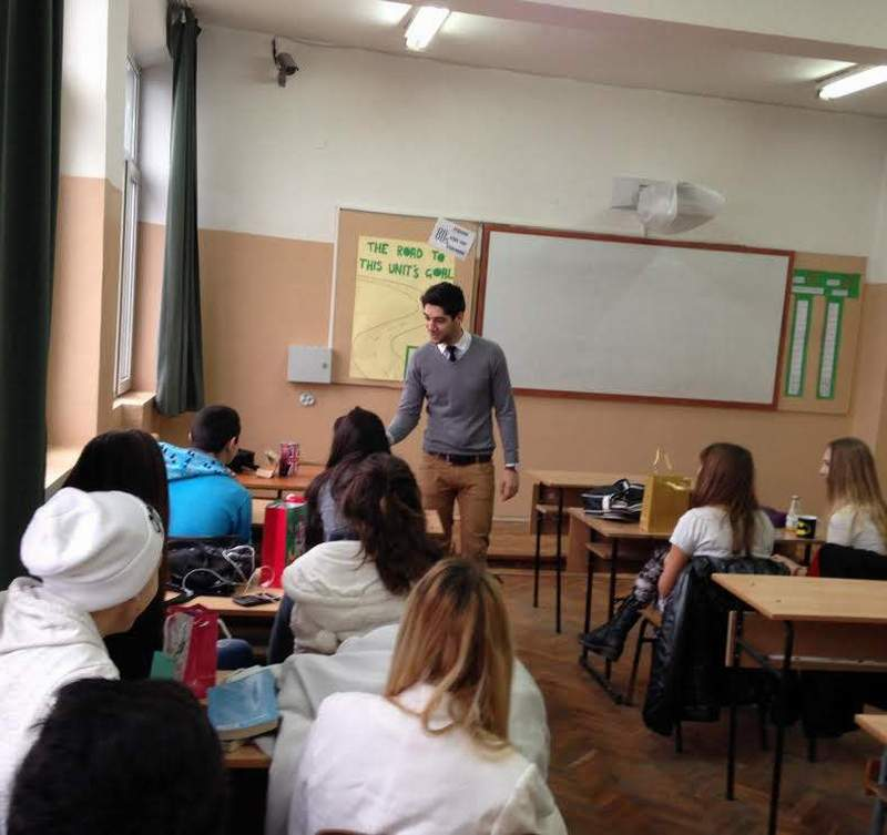 Благодарение на Панайот Панайотов учениците в 17-о СОУ се научават как се прави презентация и как се дава интервю на английски език.