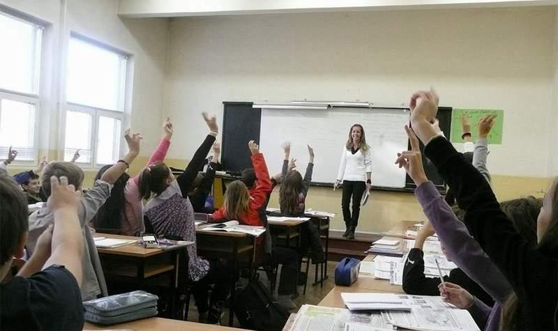 """Представи си клас с гора от вдигнати ръце… Мечтата на всеки мотивиращ учител от """"Заедно в час""""."""