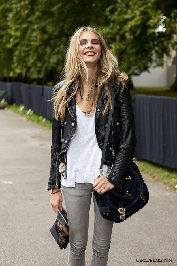 Потник, сиви джинси – така се облича на улицата топмоделът Кара Делевин.