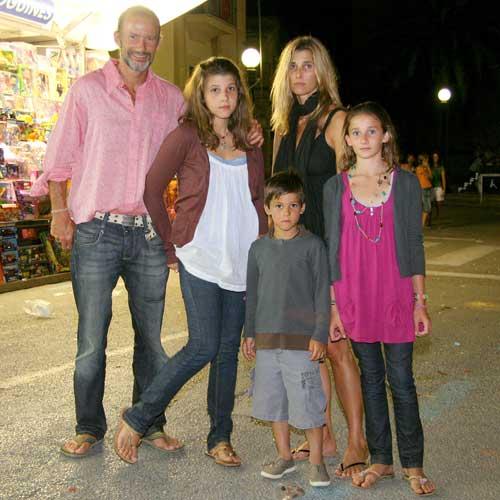 3. Кирил с трите си деца Мафалда, Олимпия и Тасило по времето, когато с Росарио Надал все още са семейство.
