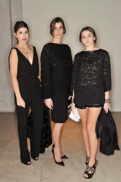 4. Княгините Мафалда (вляво) и Олимпия с майка си Росарио (в средата) предизвикват възхищение с красотата си.