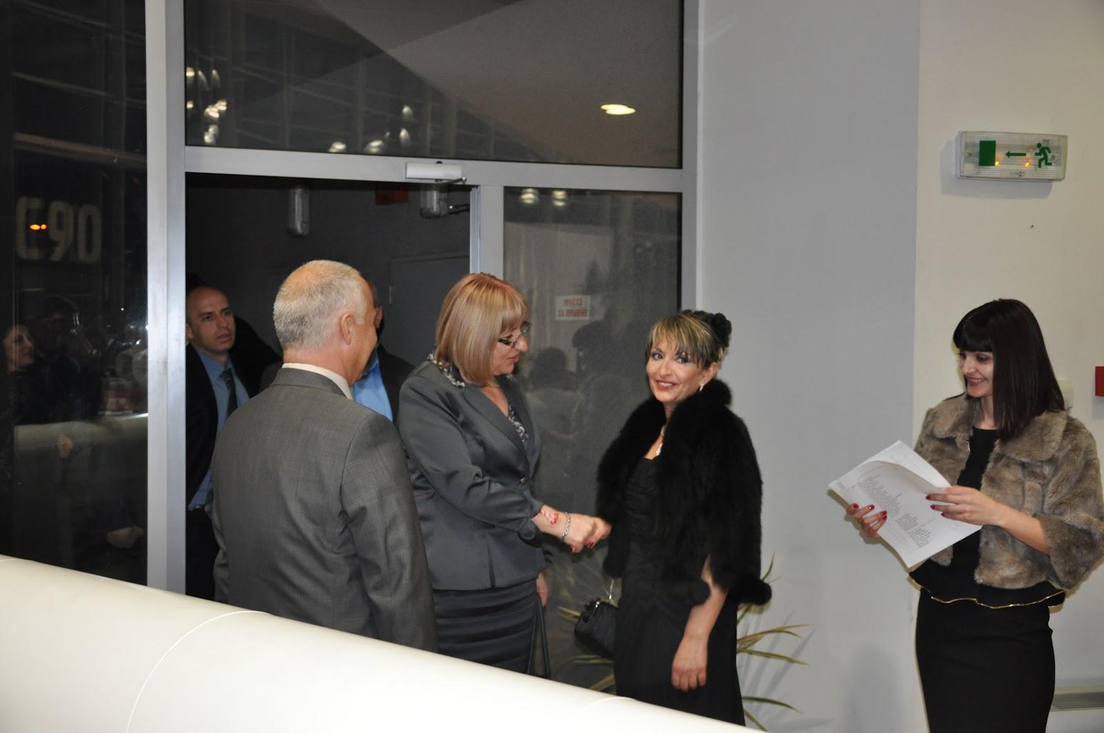 Парламентарният шеф Цецка Цачева дойде да подкрепи приятелката си и на благотворителния бал на 22 март.