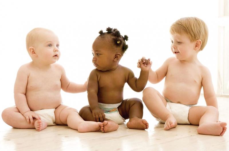 Бебетата не подозират, че носят космически продукт.