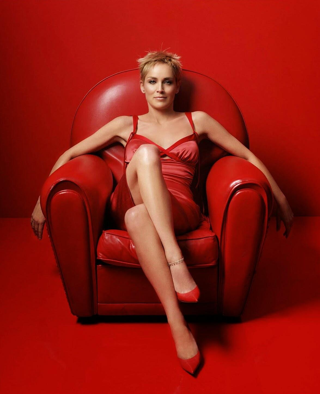 Въпреки скандалния имидж, Шарън Стоун се гордее с IQ 154, а на Мадона е 150.