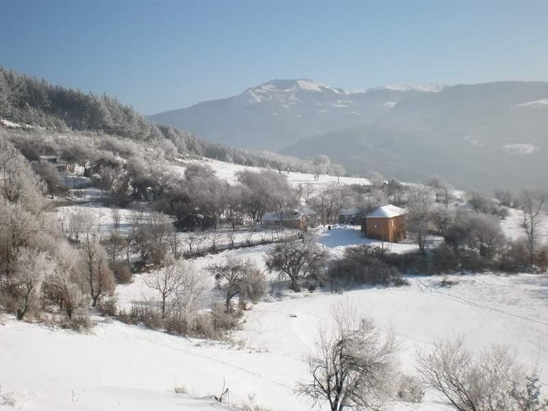Местността около къщата на Черни камик, Желен е красива и през зимата.