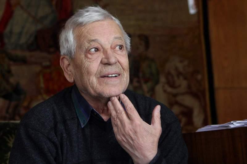 Кирил Константинов.