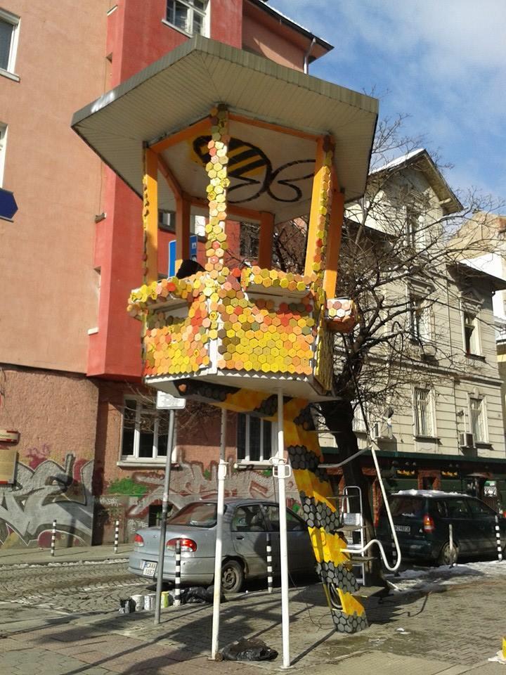"""Акция """"В кошера!"""" - весело изглежда катаджийската вишка на ъгъла на бул. """"Патриарх Евтимий"""" и ул. """"Ангел Кънчев"""" в столицата."""