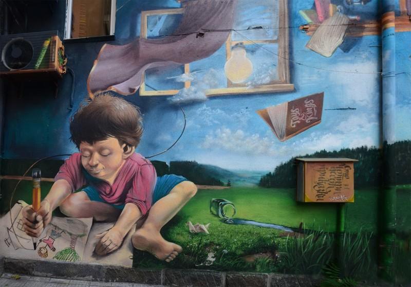 """Проект Sunflower върху сградата на магазин за художествени материали """"Слънчоглед"""" в София."""