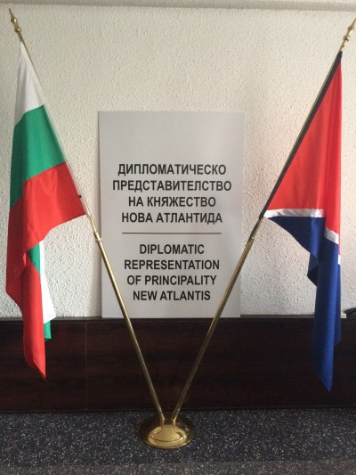 Част от офиса си в столицата Владимир Баланов е превърнал в дипломатическо представителство на Княжество New Atlantis.
