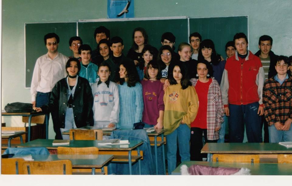 """""""Култово: биолозите след час по география"""", са написали негови ученици под тази снимка."""