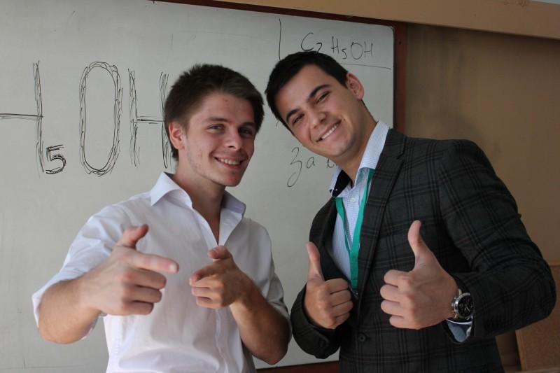 С колегата си Недялко Недялков, с когото работят заедно в момента.