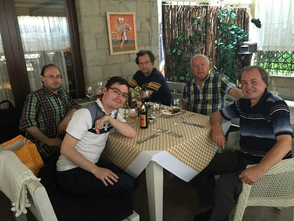 """Димо Падалски и водещият на """"Минута е много"""" Петър Вучков на честването на юбилея на един от най-успешните участници в предаването Тодор Николов."""