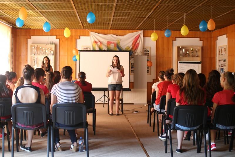 Завършилите академията участват като лектори в следващия лагер.