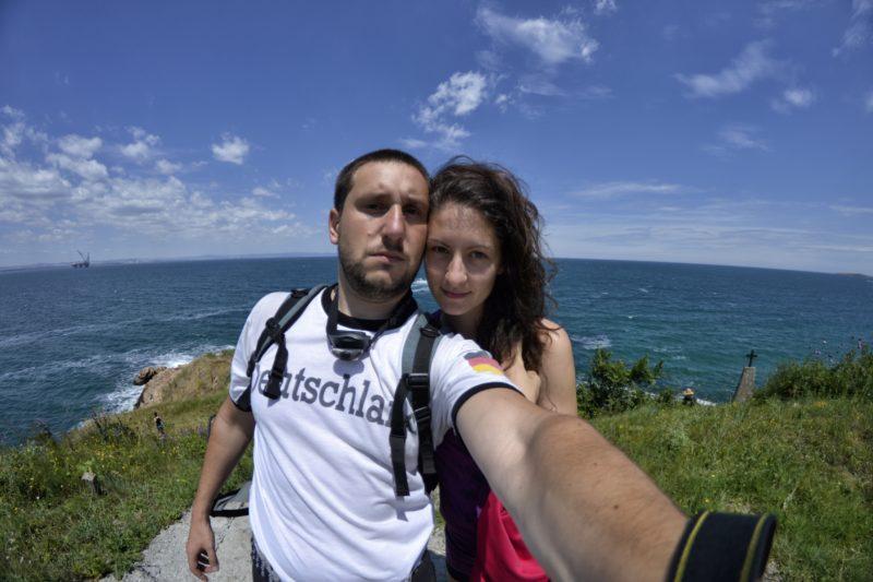 На нос Акин край Черноморец, където Марина и Христо снимат изоставен бункер от Втората световна война.